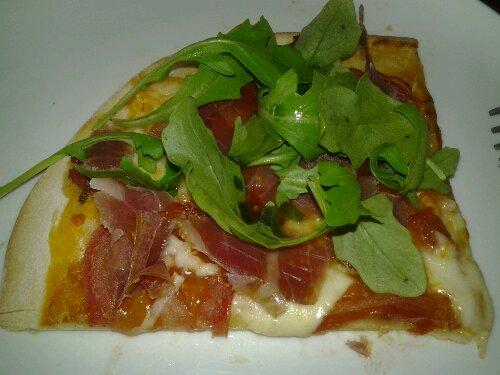 Rucola/serrano pizza