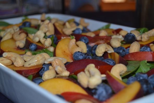 Salat med frugt og nødder